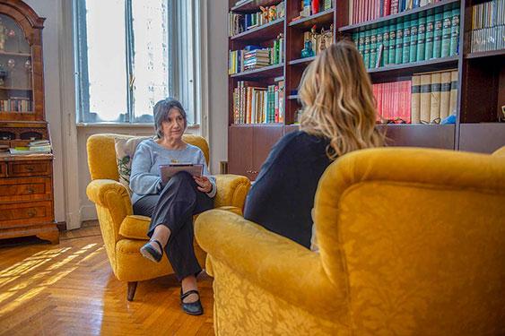 Luisa Merati è psicologo specializzato in malattie psicosomatiche e ipnosi.