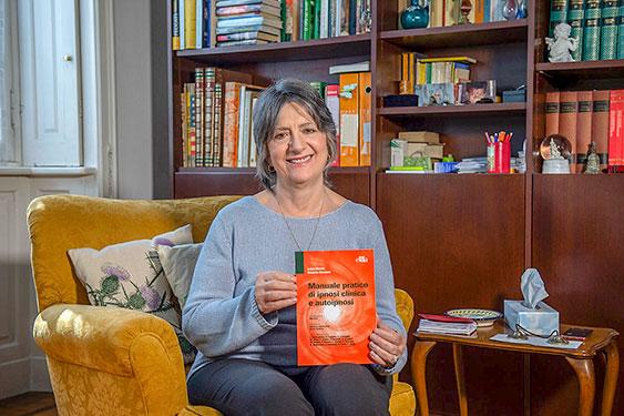 La dottoressa Luisa Merati, psicoterapeuta, con l'applicazione dell'ipnosi aiuta a smettere di fumare e a guarire da disturbi psichici.
