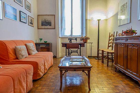 La psicologa Luisa Merati riceve presso il suo studio a Milano.